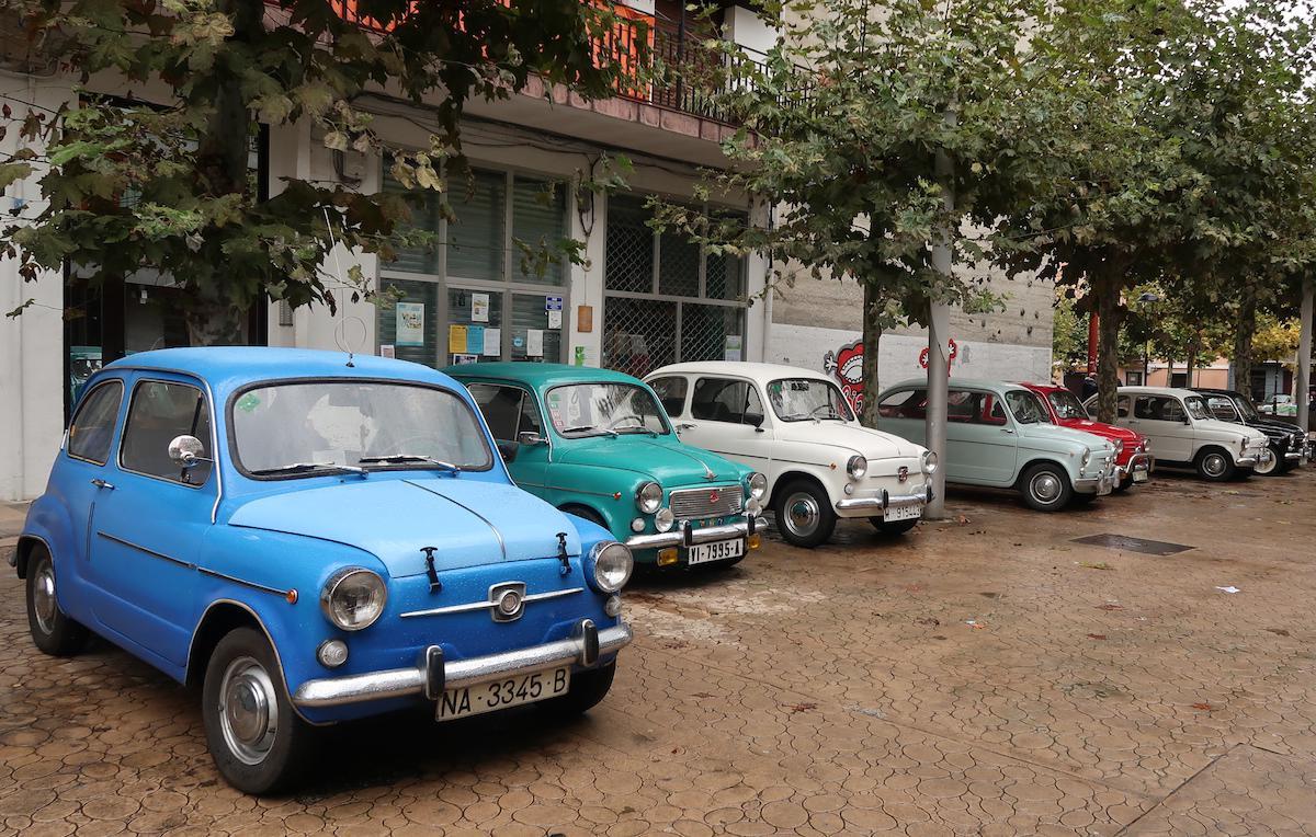 Auto klasikoak jarri dituzte ikusgai Legorretan, goizetik arratsaldera arte.